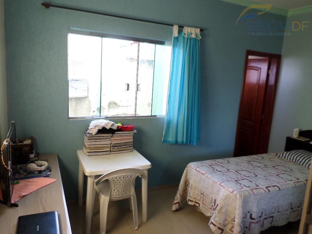 thais imobiliária vendeqnj 02 - taguatinga ótima casa composta por: 1° pavimentocozinha ampla com armários, sala...
