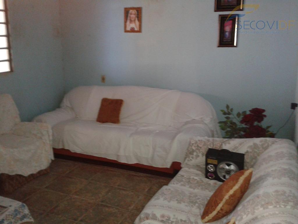 qr 519, samambaia sul - df.casa nascente, composta de sala, 02 quartos, banheiro social, cozinha, área...