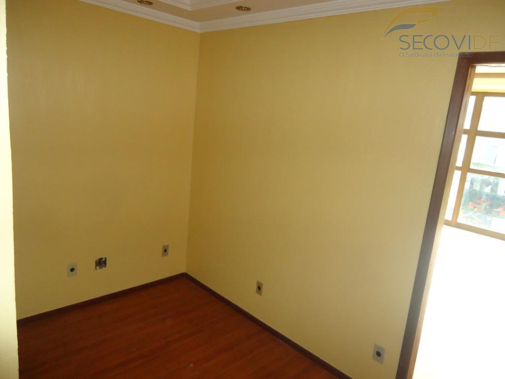 sala com divisória, copa e banheiro. pintura nova. piso em carpete de madeira flutuante.você quer alugar...