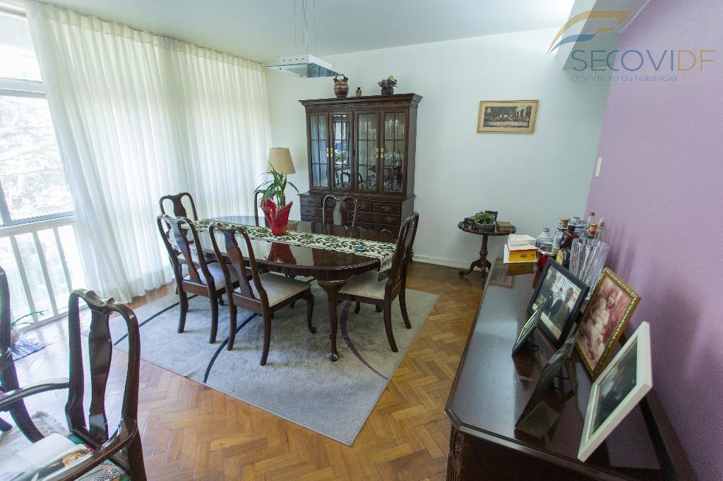 sqs 113 - asa sulexcelente apartamento conservado, composto de: sala ampla, 03 quartos, cozinha, 02 banheiros...