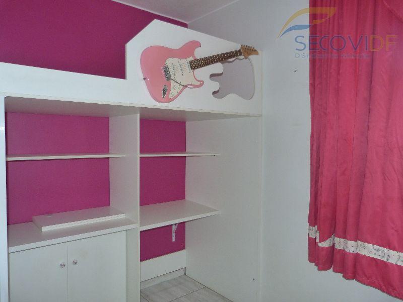 qnl 13 bloco d - nova república - taguatingadesocupadoapartamento com 03 quartos com armários, cozinha com...