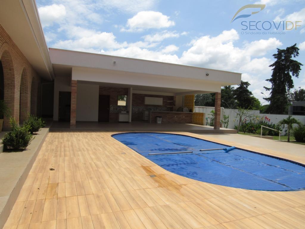 shin qi 15, lago sul - brasília/dflocalização privilegiada, casa reformada, terreno vazado (com acesso direto ao...