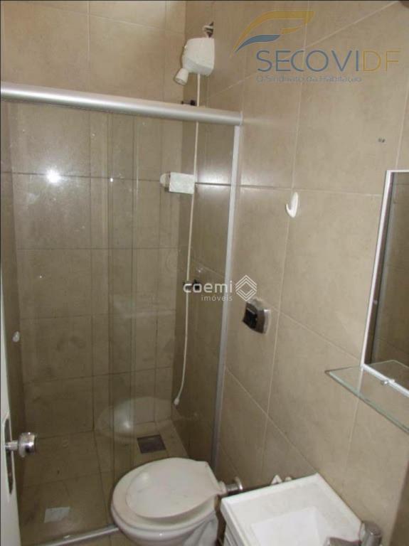 scrn 710/711, asa norte - brasília/dfapartamento composto de sala, quarto com persiana, cozinha americana com armários...