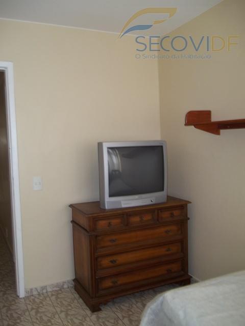 sala, dois quartos sendo um com armário, banheiro social, cozinha com armários e área de serviço...