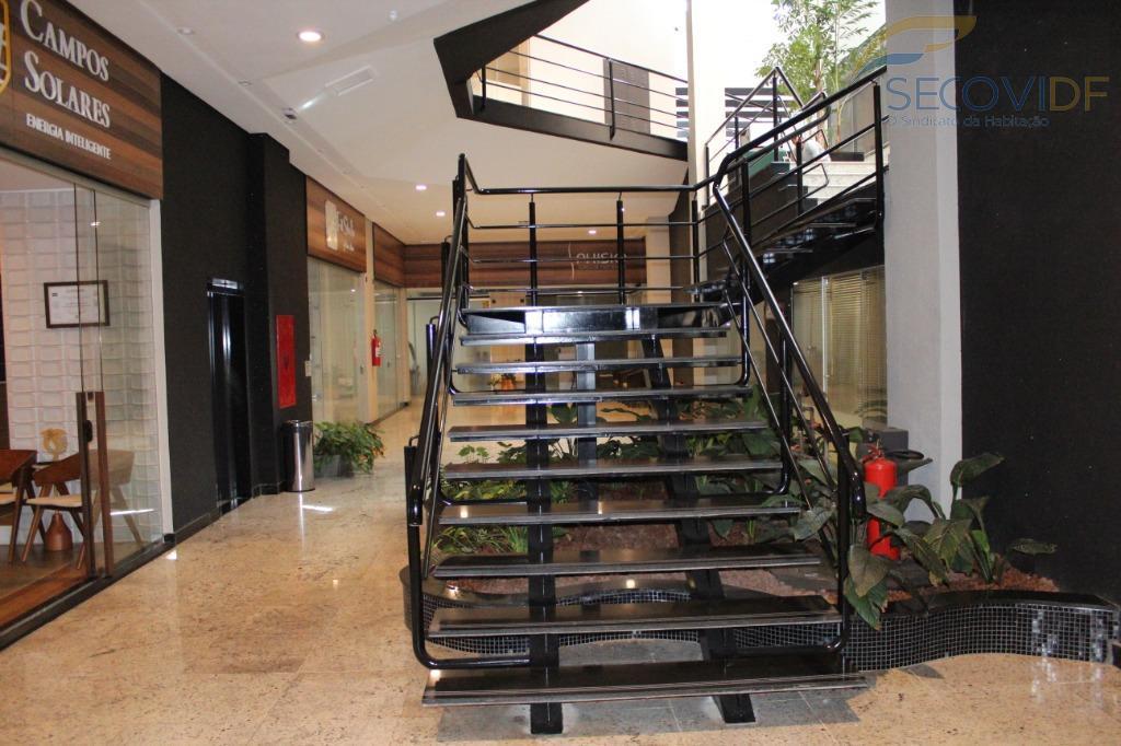 shis qi 09ed. center sulloja no subsolo planejada com armários e banheiro privativo.prédio com elevador. piso:...