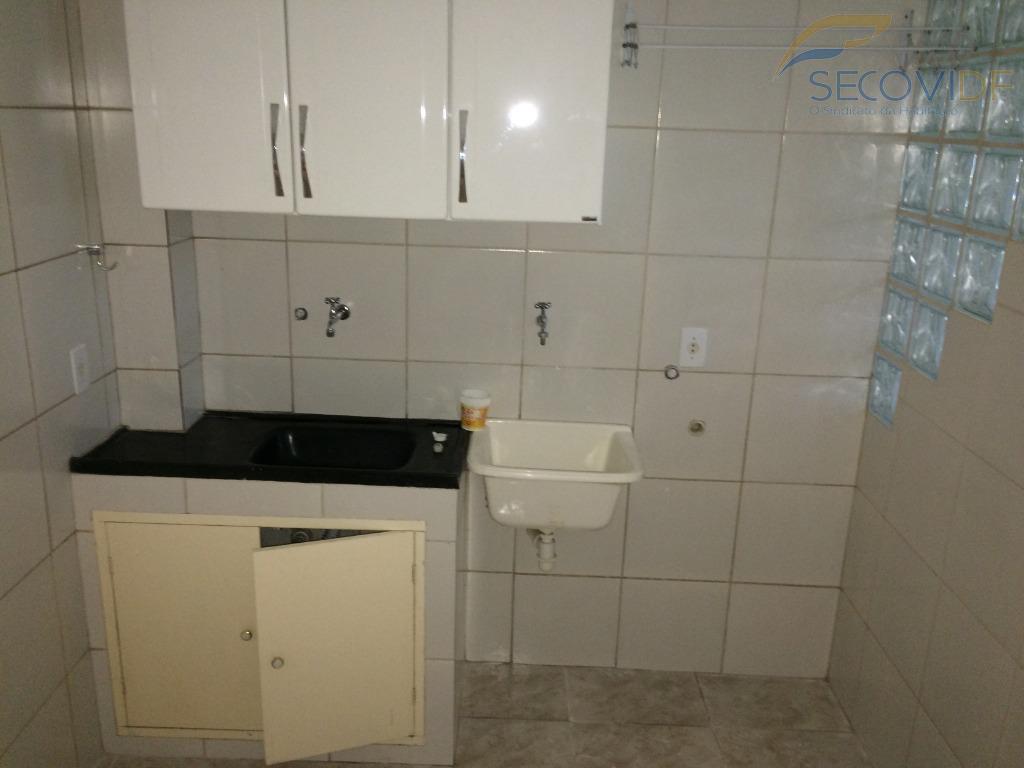 sclrn 709 bloco c entrada 50kitnete reformada, composta por 01 quarto, cozinha americana conjugada com área...