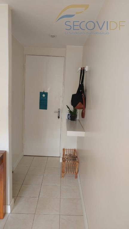 sqs 403 - asa sul2º andar, sala, hall de circulação, 03 quartos com armários, banheiro social...