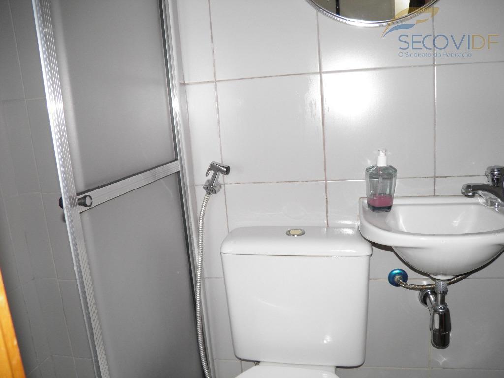 14 banheiro de serviço - Portal dos Lírios