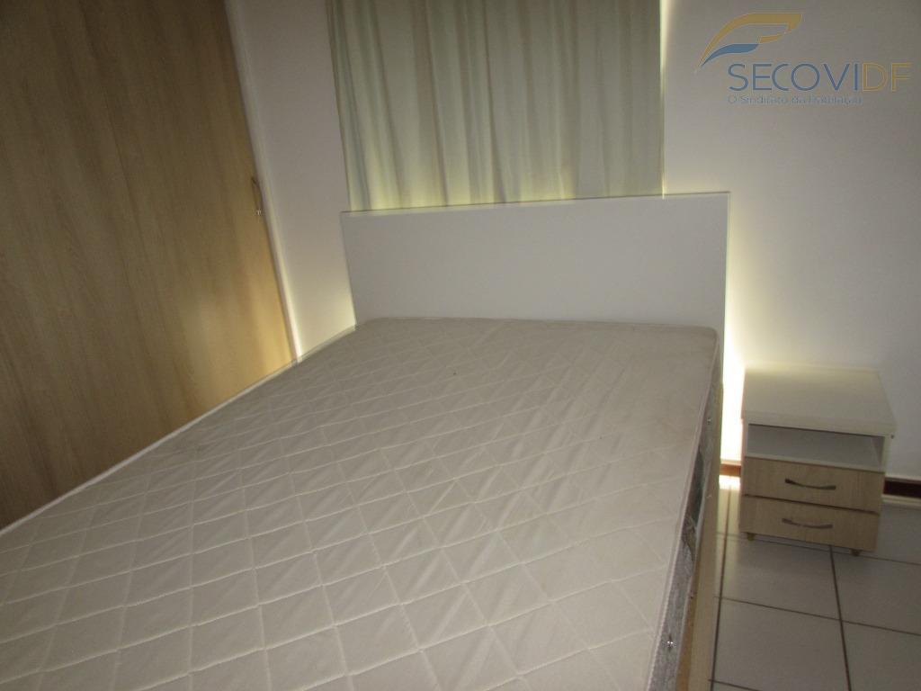 ccsw 04 - top master studios - sudoestekit composta: sala com armários, prateleiras e rack, copa...