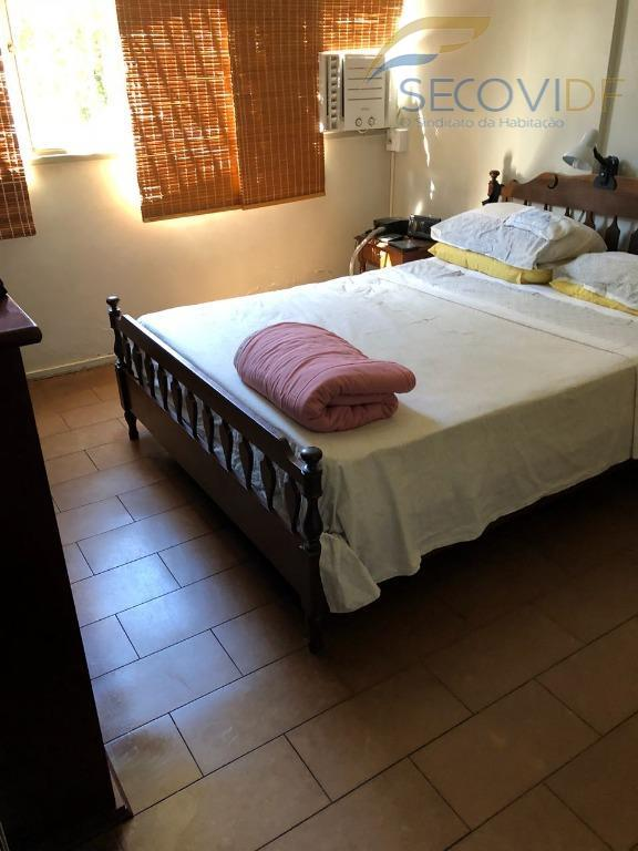sqn 104, asa norte - brasília/dfapartamento original, composto por uma sala ampla, 03 quartos, sendo 01...