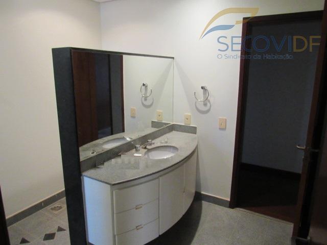 14 - banheiro semi-suíte